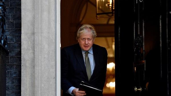 Johnson enfurece a UK tras advertir sobre el peligro del virus y no cerrar colegios